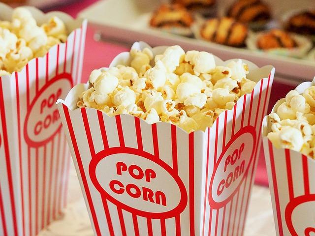 kelímky popcornu