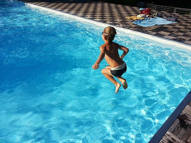 Víte, jak udržet vodu ve vašem bazénu čistou?