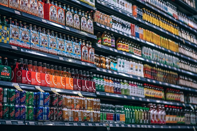 regály v supermarketu