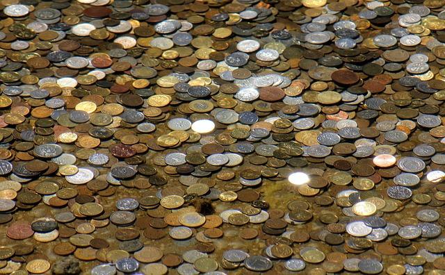 hromada drobných mincí.jpg