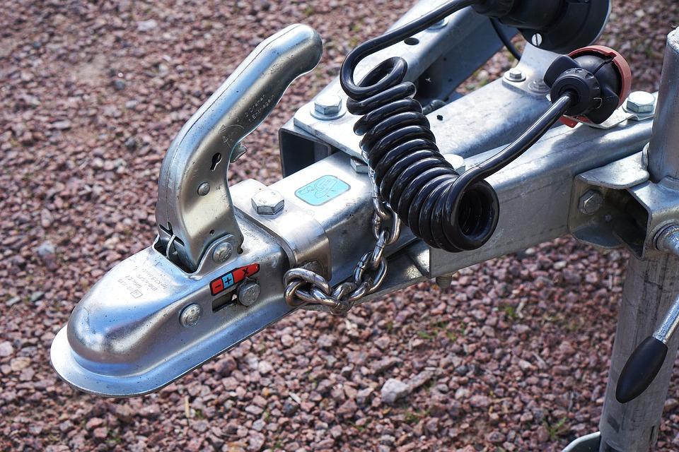 Tažné zařízení pro připojení přívěsu a nosiče jízdních kol